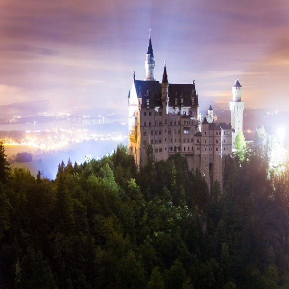 Neuschwanstein Castle by night, (C) Bavaria, photo: Moritz Kertzscher Kertzscher, Moritz