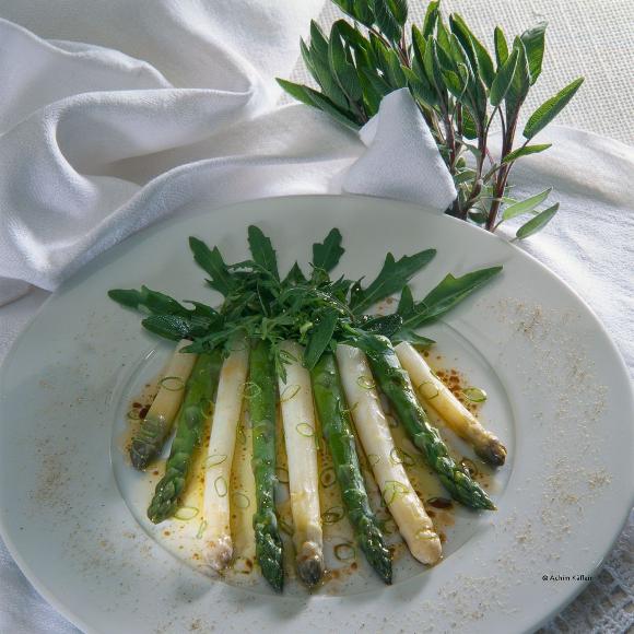 Green & white asparagus © Achim Käflein