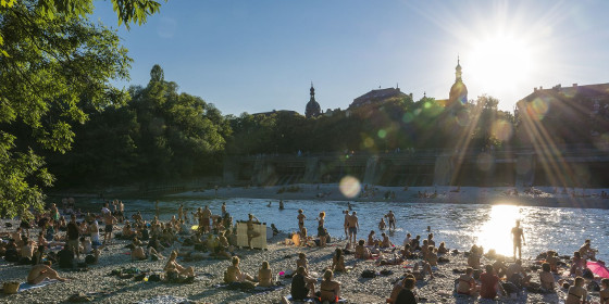 Beach of the Isar at sunset © Jürg Lutz