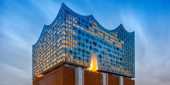 Hamburg: evening shot of Elbe Philharmonic Hall from the north-east