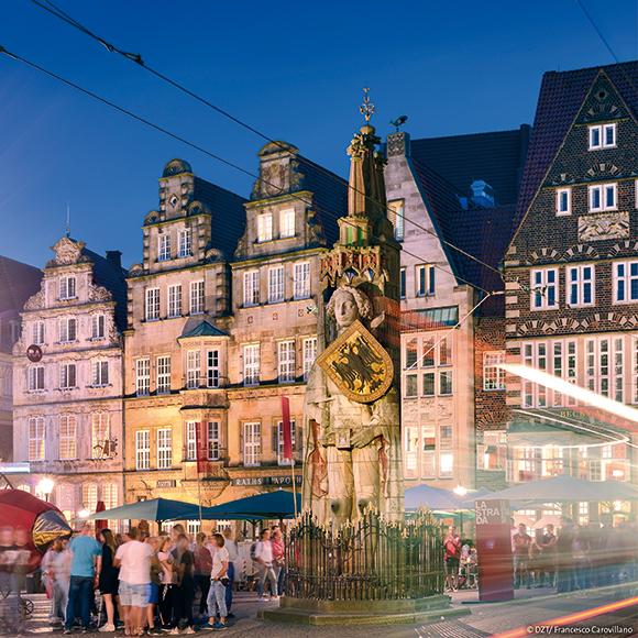 Bremen: statue of Roland, market place; UNESCO