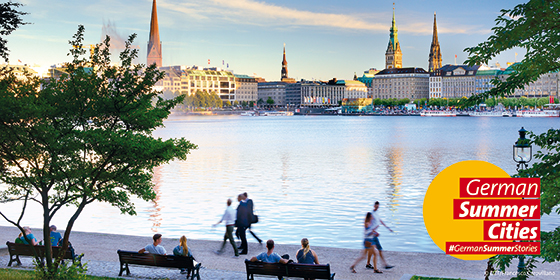 Hamburg: Binnenalster with Town hall and St. Nikolaus