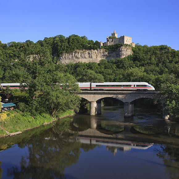 Below the Rudelsburg in the valley of the Saale, an ICE T class 411 rolls to Munich