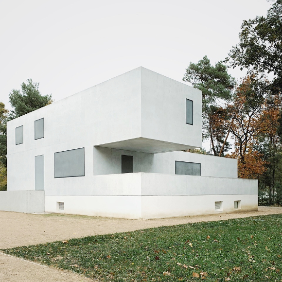New Masterhouse 2014, replacing the in WW II destroyed houses of Gropius and Moholy Nagy; Architects: Bruno Fioretti Marquez (BFM); Architekture of the vagueness to distinguish between the old houses and this new interpretations.