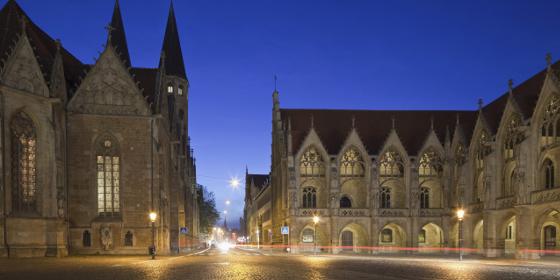 Braunschweig: Church of St. Martin, Old City Market in the evening