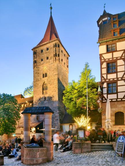 Nuremberg: View of the  Tiergärtnertorplatz