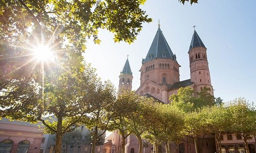 Mainz: View of the High Cathedral St. Martin in Mainz