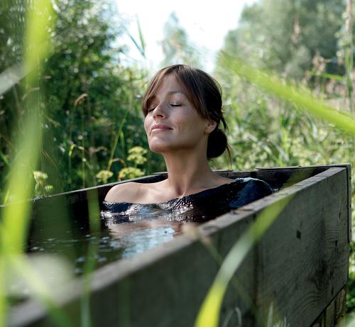 Bad Meinberg: woman in mud bath